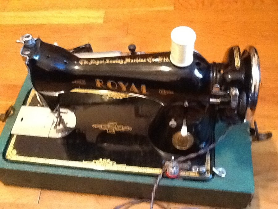 Images for Royal Deluxe Sewing Machine | New York, NY ...