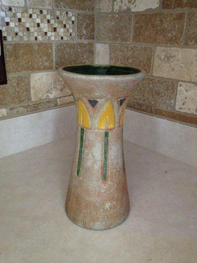 What's 'Ceramic vase' Worth? Picture