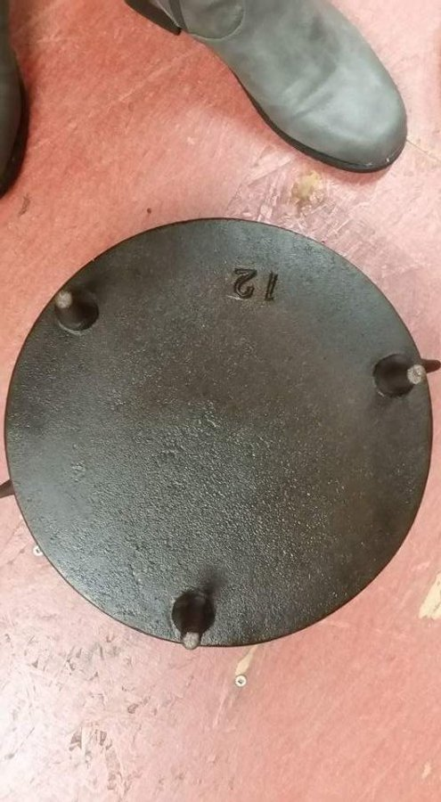 What's 'fair day & D. Klyne cast  iron dutch oven' Worth? Picture