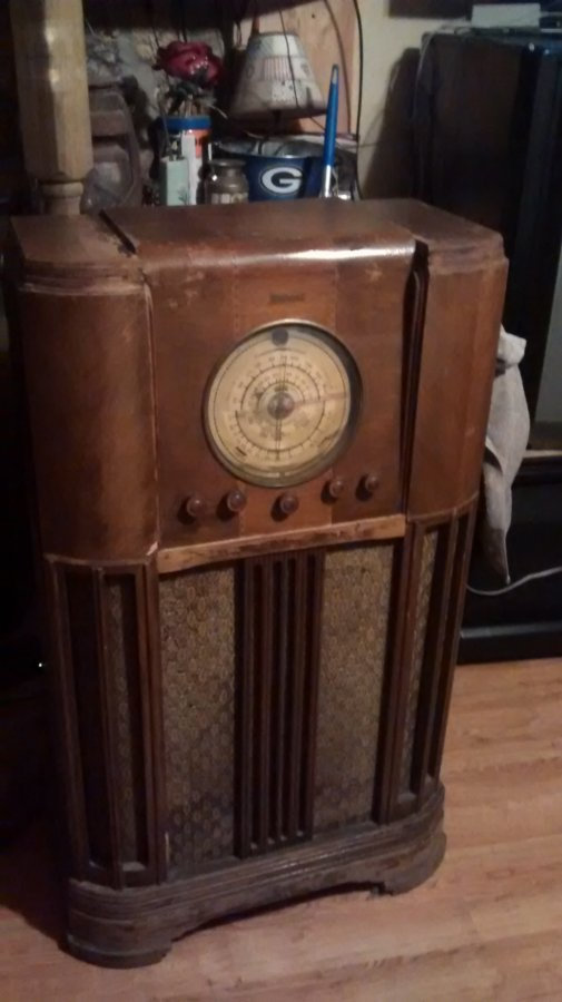 What's 'Fedral stand radio ' Worth? Picture