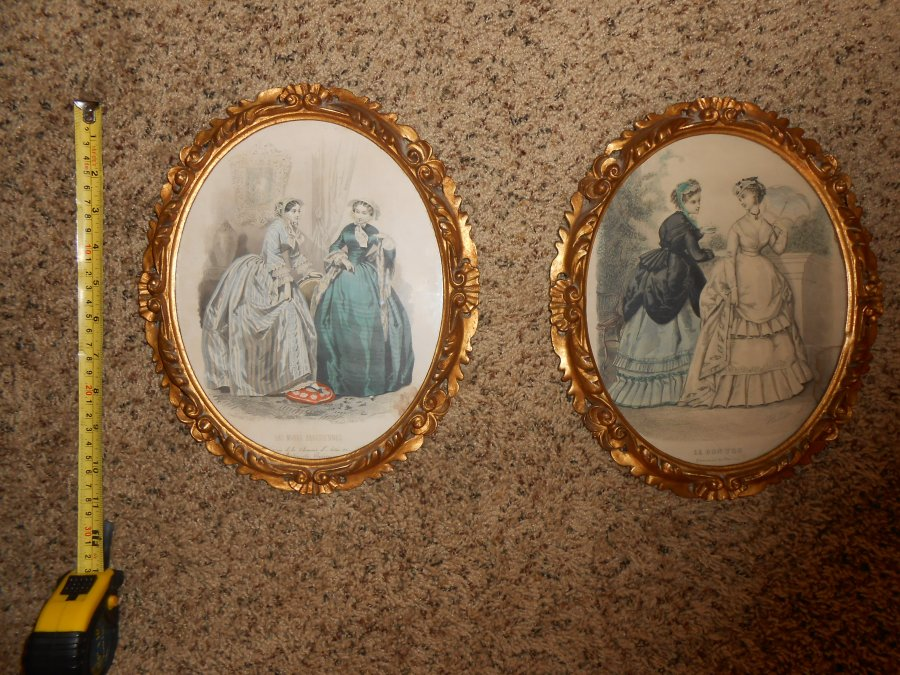 2 vintage pictures in gold painted wooden frames Picture