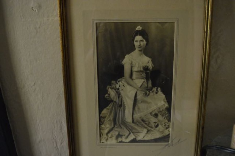 What's 'joseph ernest mock photograph' Worth? Picture