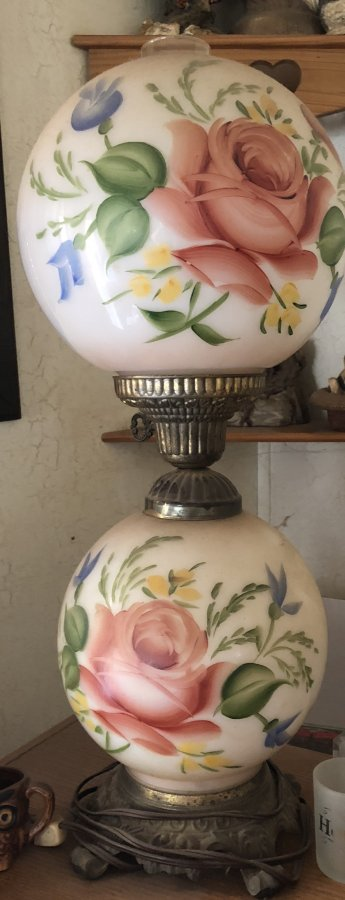 What's ' Gone with the wind lamps  Antique' Worth? Picture