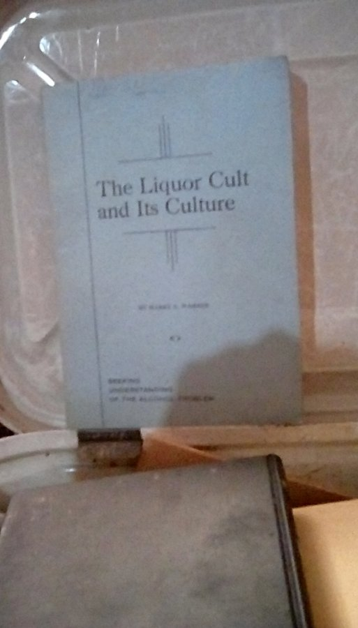 What's 'The liquer cult and it's culture by harry s warner 1946' Worth? Picture